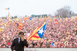 Puigdemont llama al independentismo a preparar la «lucha definitiva»