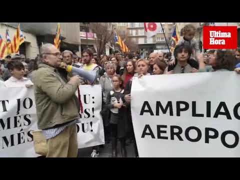 Unas 400 personas reclaman la «paralización» del proyecto de ampliación del aeropuerto de Palma