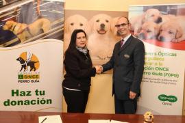 Specsavers Ópticas recaudará fondos para el adiestramiento de los perros guía de la ONCE