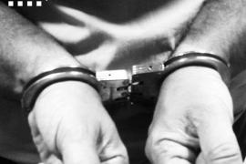Tres detenidos por violar a una mujer en un coche y grabarlo
