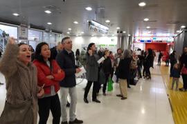Protesta de los usuarios del tren en la Intermodal por la falta de frecuencias