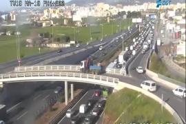Un accidente provoca importantes retenciones en la autopista de Llucmajor