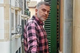 Sebastián Pons: «Aguanté trabajar con McQueen por mi madre, se lo debo a ella»