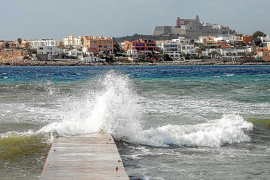 Activado el aviso por olas de 4 metros y vientos de más de 100 km/h en Ibiza