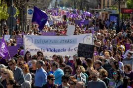 Miles de mujeres de toda España toman las calles para reivindicar igualdad