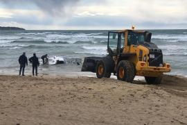 La policía investiga el hallazgo de una narcolancha en aguas de la Playa de Palma
