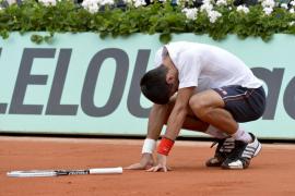 Djokovic y Federer alcanzan las semifinales con sufrimiento