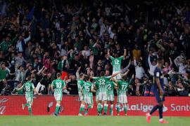 El Madrid entrega el liderato en el Villamarín