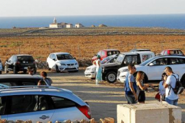 Tres detenidos por 24 robos en vehículos en parkings turísticos de Menorca