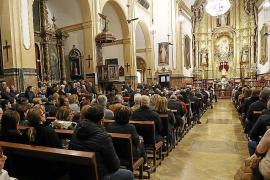 Familiares y amigos despiden al joven fallecido por un alud en Lleida