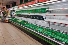 El Gobierno y los supermercados llaman a la calma ante la avalancha de compras