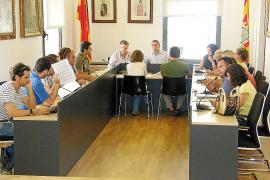 La oposición no consigue aclarar quién extrajo la arena de Cala Marçal