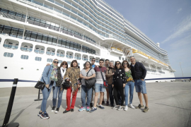 El Gobierno prohíbe la llegada de cruceros a puertos españoles