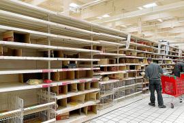 Sigue la psicosis en los supermercados de Mallorca: «Esto parece 'The Walking Dead'»