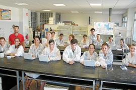 Un estudio de alumnos del instituto revela que el agua de Portocolom no es apta para el consumo