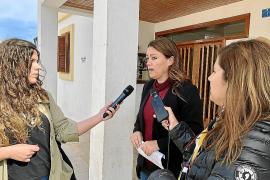 Alejandra Ferrer atiende a los medios de comunicación