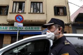 La Policía levanta actas a tres personas y dos bares por incumplir las restricciones en Baleares