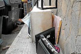 Dejar trastos en la calle será motivo de multa al cancelarse la recogida