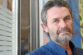 Joan Costa traza una visión «irregular y explosiva» del mundo marino en 'D'aigua'