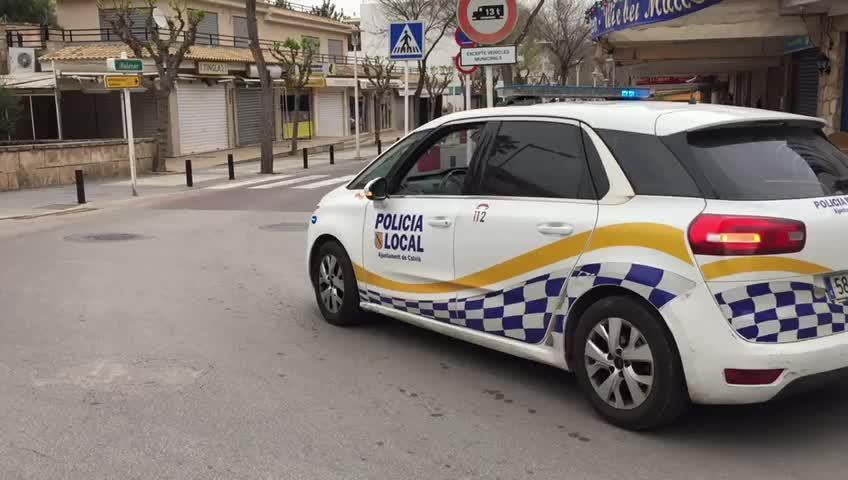 La Policía Local de Calvià informa a residentes de Peguera que deben quedarse en casa