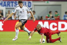 Mario Gómez desatasca a Alemania y penaliza el esfuerzo luso