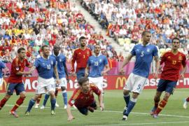 Cesc rescata a una España que añora a Villa