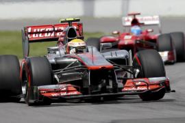 Alonso cede el liderato a Hamilton