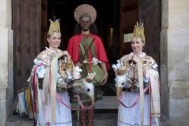 Las Àguiles y Sant Joan Pelós perpetúan la tradición del baile de figuras