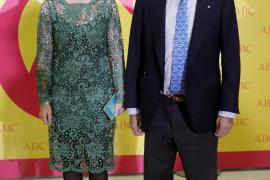 Esperanza Aguirre y su marido, hospitalizados por coronavirus
