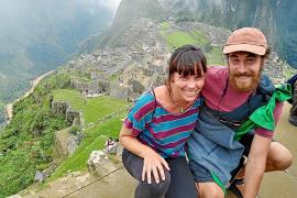 Mallorquines atrapados: «Mi pareja, doctora, no puede trabajar en Son Llàtzer porque está aislada en Perú»