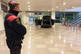 Dos personas detenidas al acceder con un vehículo en el aeropuerto de Barcelona