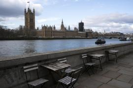 El Reino Unido cierra bares, cines y gimnasios