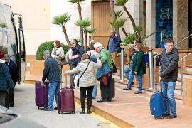 Los 15.000 turistas recluidos en hoteles de Baleares volverán a sus países en una semana