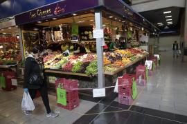 Los mercados municipales de Mallorca, con clientes a cuentagotas
