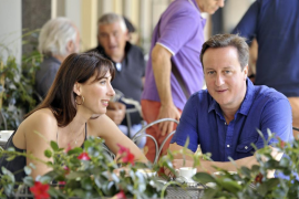 David Cameron se olvida de su hija de ocho años en un pub