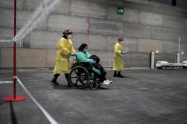 Llegan los primeros pacientes al hospital provisional instalado en Madrid
