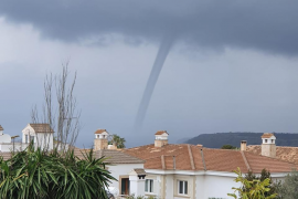 Lluvias fuertes y un 'cap de fibló' en Mallorca