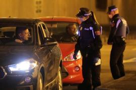 Saltarse el estado de alarma: Ocho personas en un coche, sin ITV, rueda pinchada y sin faros