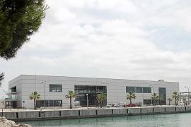 La prohibición de aparcar en la estación marítima congestiona el Moll