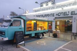 «Coja lo que necesite»: Un bar ofrece comida gratis a los camioneros durante la crisis de la COVID-19
