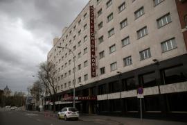 El Gobierno permitirá abrir hoteles para alojar a militares, transportistas y sanitarios