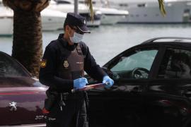 Detenido un hombre en Palma por escupir a un policía mientras hacía cola en un 'súper'