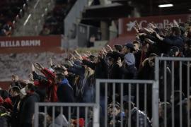 Aplausos solidarios desde el estadio de Son Moix