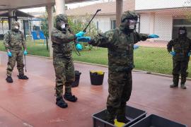 Militares desinfectan en Palma la residencia Son Tugores