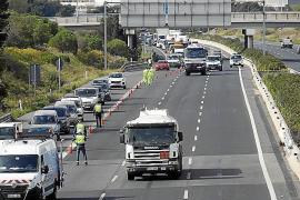El Gobierno aclara que permite dos personas por coche pero con condiciones