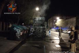 Arde un camión de la basura de madrugada en Palma