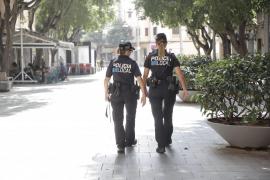 Sancionan a tres personas en Palma por jugar a parchís dentro de un coche