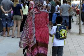 El Govern recorta el presupuesto para Inmigración en más de 4 millones de euros