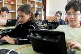 Los alumnos que no tienen ordenadores podrán llevarse a su casa los de los centros