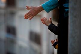 Convocan un aplauso por todos los niños de España